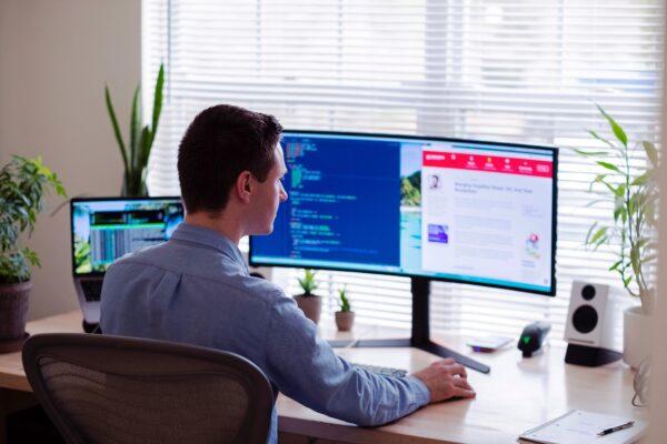 Shopify Accountants - person laptop